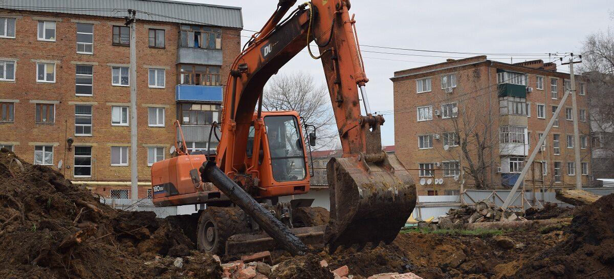 В военном городке в Сальске демонтируют старые объекты коммунальной инфраструктуры