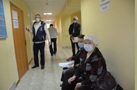 Сальчане пожаловались, что записаться на прививку от коронавируса по телефону почти невозможно