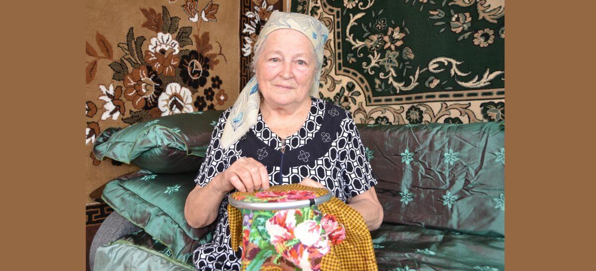 «Нитка и игла — лучшее лекарство…»: сальчанка нашла спасение в вышивании крестиком