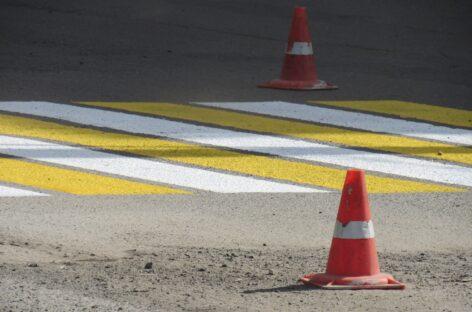 На переходе, напротив спорткомплекса «Сальский» иномарка сбила женщину