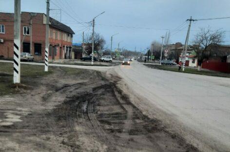 В микрорайонах Сальска не хватает тротуаров и уличного освещения