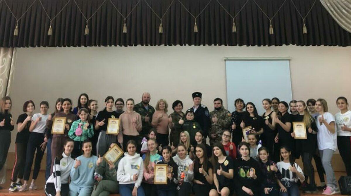 В школе № 7 девочки показали, что хорошо знают традиции и быт донских казаков