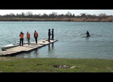 Ветер гребле не помеха: саратовские спортсмены рассказали, как проходят их тренировки в Сальске