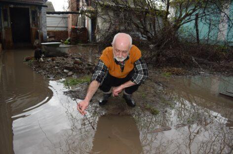 Сальчане просят спасти их от постоянных потопов или выдать лодки