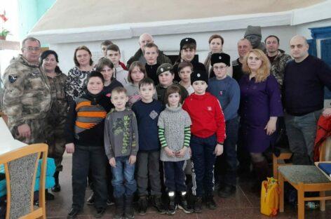 Участники клуба «Русич» и ученики школы № 7 посетили дом-музей Будённого