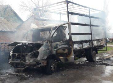 В Сальском районе сгорела тентованная «ГАЗель»