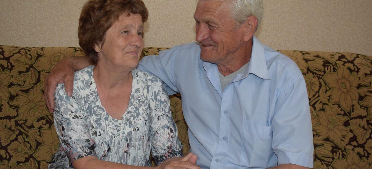 Их свадьбу помнят старожилы: супруги из Бараников празднуют юбилей супружеской жизни