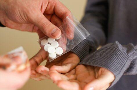 На учёт к наркологу всё чаще попадают люди, которым нет ещё и 18 лет