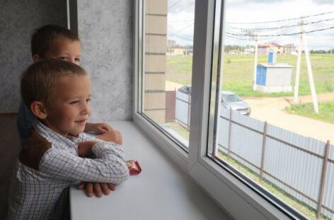 В Ростовской области многодетная семья получила новый дом