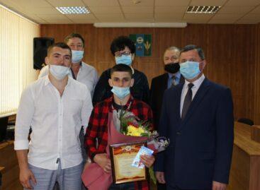 Глава администрации Сальского района Владимир Березовский поздравил с победой призёра Европы