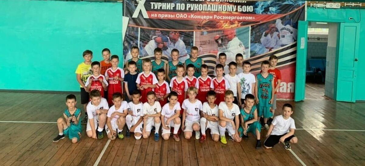 Для воспитанников ДЮСШ Сальского района провели спортивные эстафеты