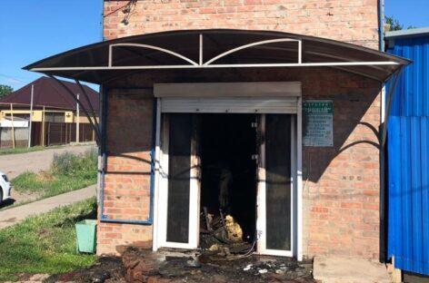 В Сальске сгорел овощной магазин