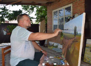 В гостях у художника: о новой выставке, секретах обустройства дома и увлечении огородом