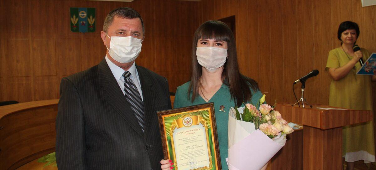 В Сальске поздравили сотрудников Центра занятости