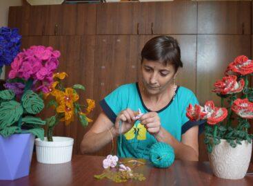 В  Кручёной Балке инвалид детства создаёт удивительные цветы из бисера