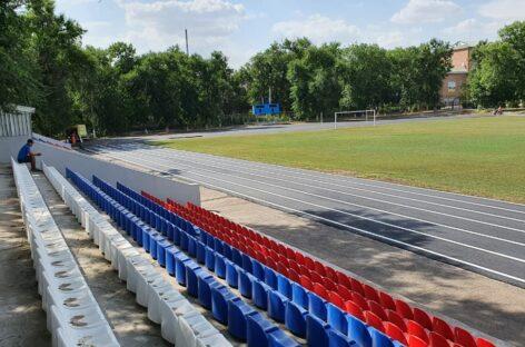 На стадионе в посёлке Гигант закончили асфальтирование и разметку беговых дорожек