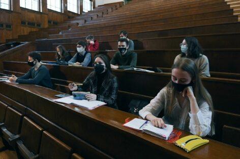 Привитых студентов будут пускать в аудитории без ограничений