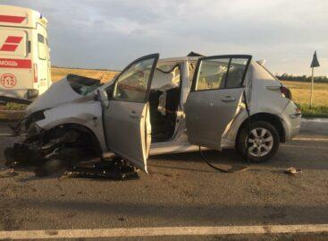 В Сальском районе в автомобильной аварии одна пассажирка погибла и 11 человек пострадали