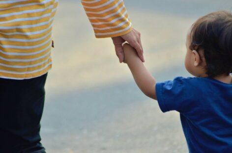 Как получить выплаты одиноким родителям?