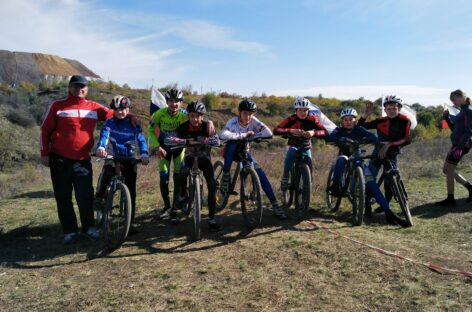 Сальские велосипедисты с успехом прошли трассу в Шахтах