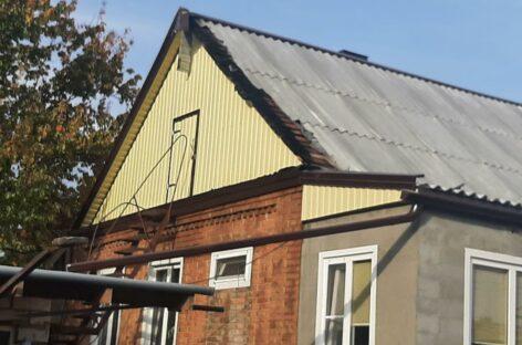 В Сальске благодаря бдительности соседей вовремя потушили возгорание на крыше дома
