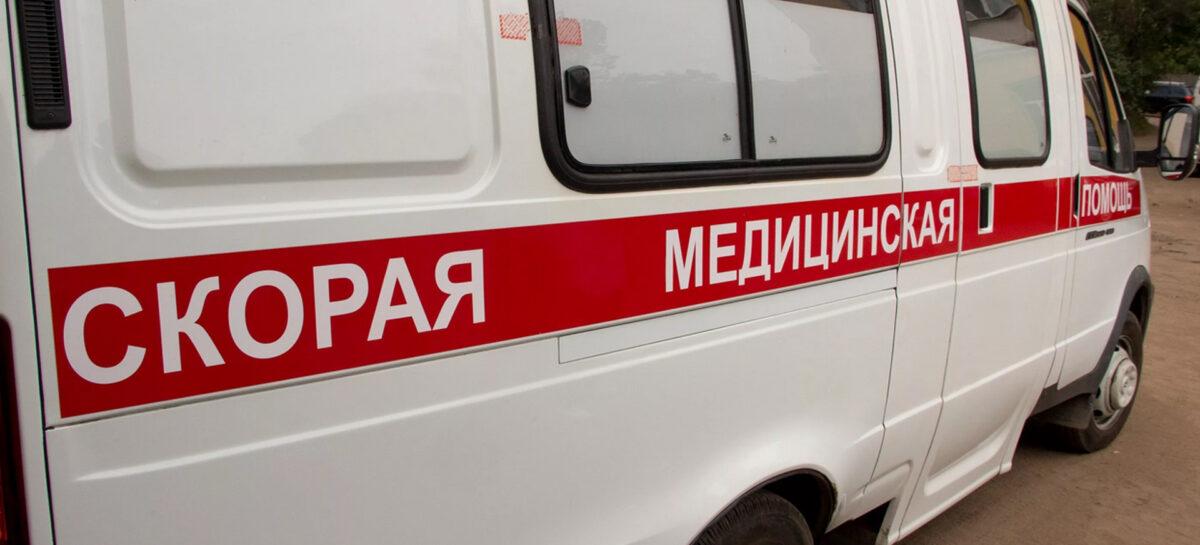 В Сальске с крыши частного дома упала женщина