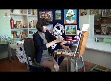 Жизнь в творчестве:Марина Воевода вяжет крючком и пишет картины.