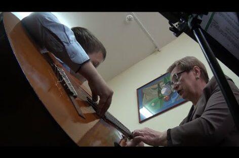 В условиях сложной эпидобстановки преподаватели ДШИ № 2  обучают детей вокалу, игре на инструментах