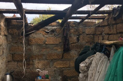 В посёлке Юловском от короткого замыкания загорелась бытовка